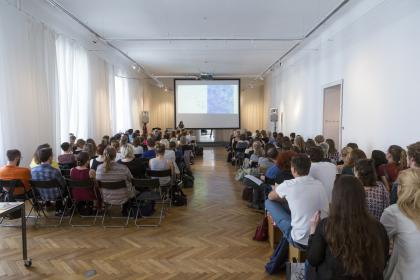 Publikum und Saal. (Foto Mario Habenbacher)