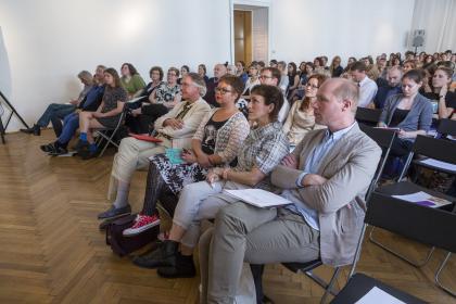 Publikum und VIPs. (Foto Mario Habenbacher)